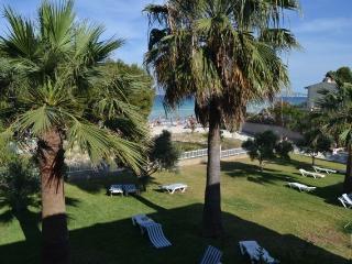 Fantasticos apartamentos en 1ª linea de la Playa - Alcudia vacation rentals