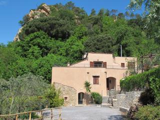 Casa in mezzo agli ulivi a 3Km dal mare - Tovo San Giacomo vacation rentals