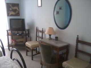 CAMERA TRIPLA  VINTAGE con finestra - Belpasso vacation rentals