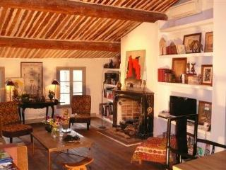 Apartment Méjanes near market place, 3BR, terrace - Bouches-du-Rhone vacation rentals