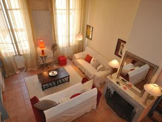 Apartment Bedarrides, Lovely Rental in Great Location, Aix en Provence - Carry-le-Rouet vacation rentals