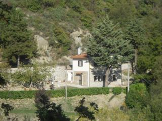 Cozy 2 bedroom Farmhouse Barn in Gubbio with Balcony - Gubbio vacation rentals