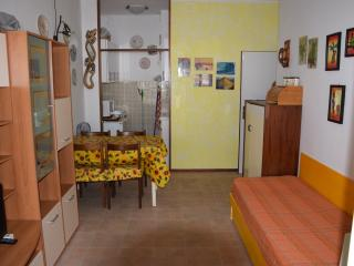 Romantic 1 bedroom Comacchio Townhouse with Television - Comacchio vacation rentals