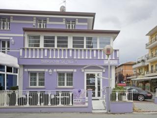 appartamenti bilocali ,camere,junior suites, nuovi - Viserbella vacation rentals