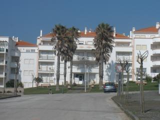 Apartamento T2 Praia Areia Branca - Area Branca vacation rentals