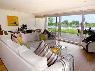Rushes, 24 Clearwater, Lower Mill Estate/5 bed sleeps 8 adults and 3 kids /spa - Cirencester vacation rentals