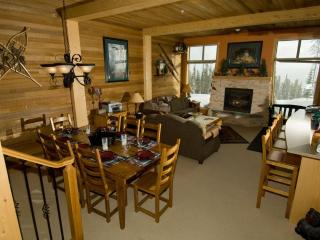 Comfortable/Cozy Ski Condo Big White BC Ski in/out - Big White vacation rentals