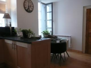 Romantic 1 bedroom Condo in Carcassonne with Internet Access - Carcassonne vacation rentals