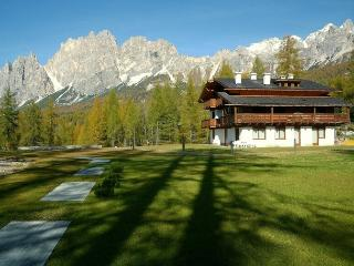 cortina cadenani: romantica mansarda con caminetto - Cortina D'Ampezzo vacation rentals