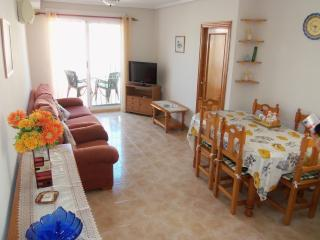 2 bed apartment in Torrevieja. Free Wi Fi - Torrevieja vacation rentals