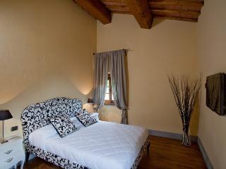 Ambrosia - Lizuti Country Reso - Bagno a Ripoli vacation rentals