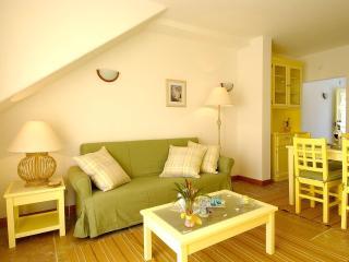 Giddah Yellow Apartment, Albufeira, Algarve - Olhos de Agua vacation rentals