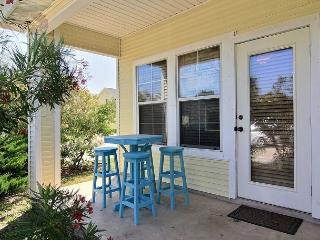 Super cute 2 bedroom townhouse located close to everything! - Port Aransas vacation rentals