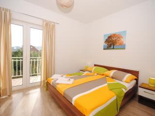 Red Sunset spacious apartment for 8 in Kastela - Kastel Stafilic vacation rentals