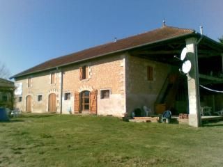 Sunny 3 bedroom Barn in Courpignac - Courpignac vacation rentals