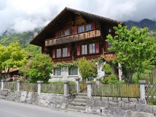 Five-room apartment in a chalet - Brienz vacation rentals