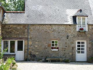 Sunny House in Cotes-d'Armor with Wireless Internet, sleeps 2 - Cotes-d'Armor vacation rentals