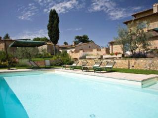 Charming 3 bedroom Barberino Val d'Elsa Apartment with Shared Outdoor Pool - Barberino Val d'Elsa vacation rentals