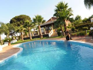 Villa Papardo, loft in villa with pool - Catania vacation rentals