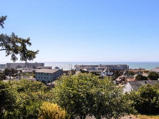 4BR pet-friendly home w/ocean views & backyard - Newport vacation rentals