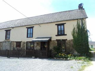 Breton Farmhouse with pool. Sleeps 9 in 5 bedrooms - Mohon vacation rentals