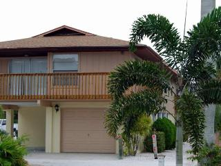 Sun-Day West: 2BR Family- & Pet-Friendly near Beach - Holmes Beach vacation rentals