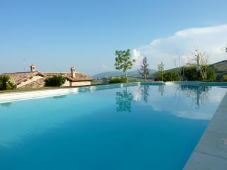 Bright 8 bedroom Farmhouse Barn in Cingoli - Cingoli vacation rentals