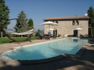 Villa Cottage Gubbio 115 m.q. per 7 persone con vista panoramica su piscina! - Perugia vacation rentals
