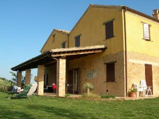 Traditional Marche farmhouse with porch and pool ! - Cossignano vacation rentals