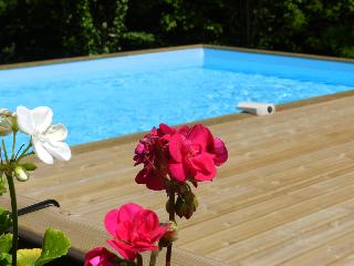 Woodpecker Cottage with Shared Heated Pool - Jugon-les-Lacs vacation rentals