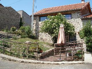 gite près des volcans, rénovation écologique - Aix-la-Fayette vacation rentals