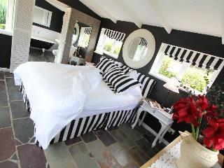 Romantic Cottage with A/C and Television - Wongarra vacation rentals