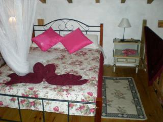 Nice Cottage with Internet Access and Balcony - Porto de Mos vacation rentals