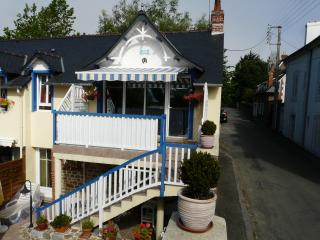 Gorgeous Gite with Dishwasher and Kettle - Dinard vacation rentals