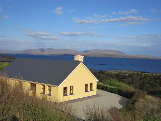 Charming 3 bedroom Caherdaniel Bungalow with Internet Access - Caherdaniel vacation rentals