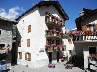 Romantic 1 bedroom Cogne Apartment with Television - Cogne vacation rentals
