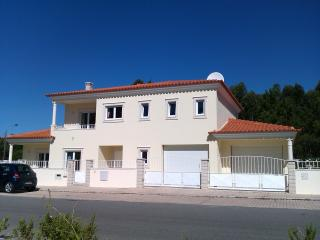 4 bedroom Villa with Internet Access in Sao Martinho do Porto - Sao Martinho do Porto vacation rentals