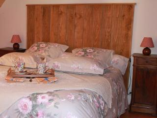 Romantic 1 bedroom Vacation Rental in Troo - Troo vacation rentals