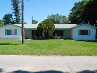 Large 1 Bedrm/1 Bath; 1 Mile Walk to Downtown - Sarasota vacation rentals