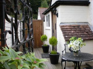 Cozy Rural Hideaway in Surrey Hills near Guildford - Guildford vacation rentals