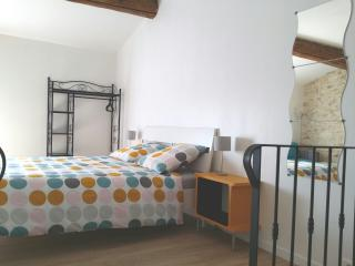 Chez WAUCQUIER - Chambre Spacieuse - Beaucaire vacation rentals