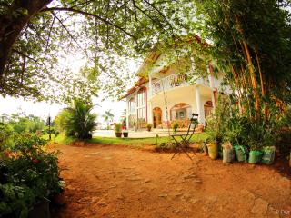 Charming 4 bedroom Guest house in Peradeniya with Internet Access - Peradeniya vacation rentals