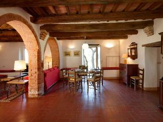 Charming 2 bedroom Apartment in Chianciano Terme with Fireplace - Chianciano Terme vacation rentals