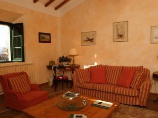 Nice 2 bedroom Chianciano Terme Condo with Shared Outdoor Pool - Chianciano Terme vacation rentals