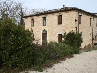 Bright 5 bedroom Urbino Farmhouse Barn with Internet Access - Urbino vacation rentals