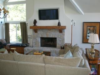 LAKE FRONT HOME ON LAKE ARROWHEAD, CA - Lake Arrowhead vacation rentals