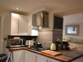 Beautiful House with Internet Access and Dishwasher - Burford vacation rentals