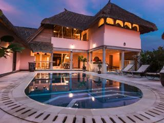 Hacienda Bali. Two, three and four bed villas. - Canggu vacation rentals