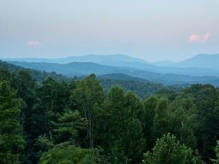 Luxury Lodge - Ellijay GA - North Georgia Mountains vacation rentals