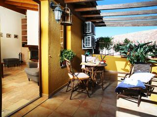 Ideal located Apartment Flores - Faro vacation rentals